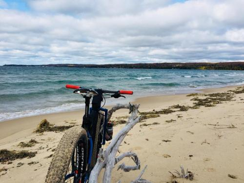 bike-on-beach